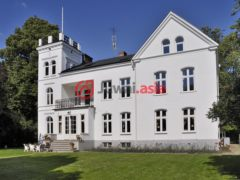 居外网在售瑞典8卧的房产总占地2748平方米